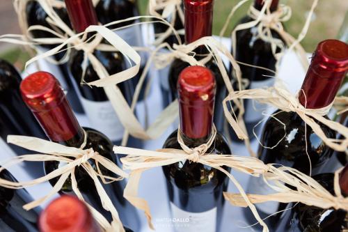 immagine-coordinata-matrimonio-etichetta-vino-particolare